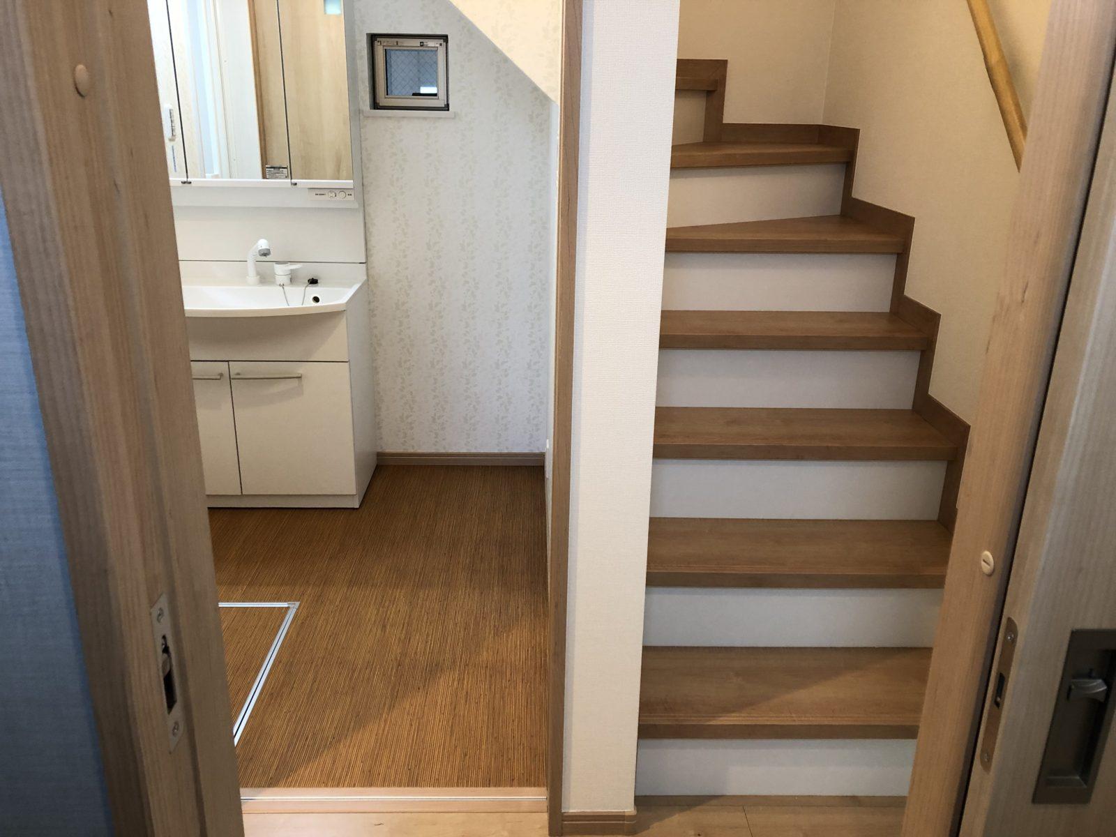 洗面所と階段
