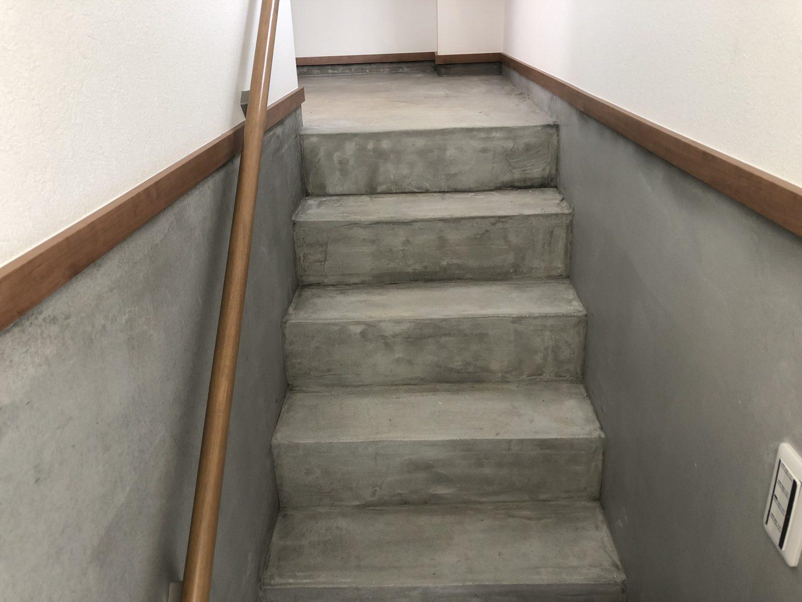 地下からの階段